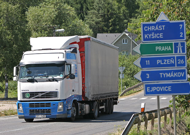 Vláda nechce zakázat vjezd kamionů na silnice nižších tříd