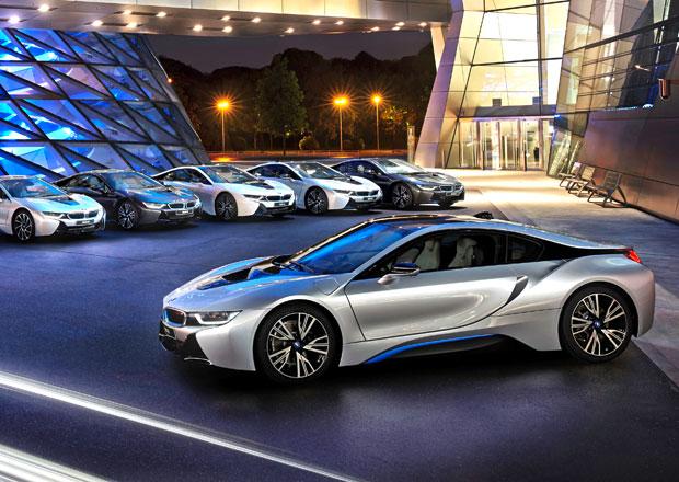 Souboj laserových světlometů vyhrálo BMW, dodalo první i8