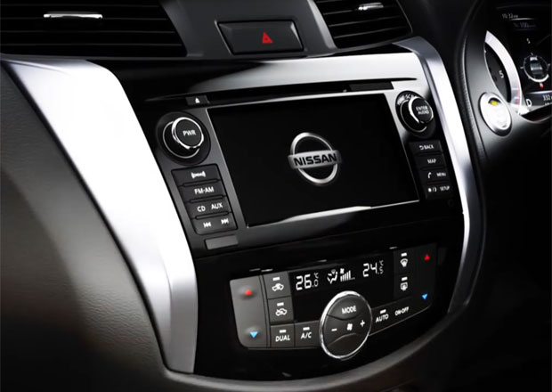 Nissan Navara 2015: Odhaluje se interiér nového pick-upu
