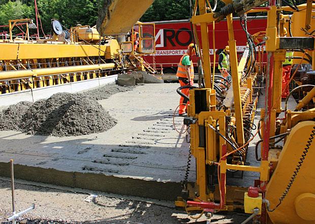 Dálnice D1: Betonovat se bude 24 hodin denně, opravy nabírají zpoždění