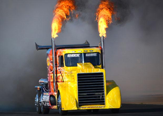 Nejrychlejší truck světa: Shockwave - 605 km/h