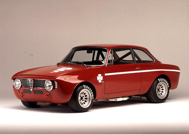 Alfa Romeo s klasikou i modernou v Goodwoodu