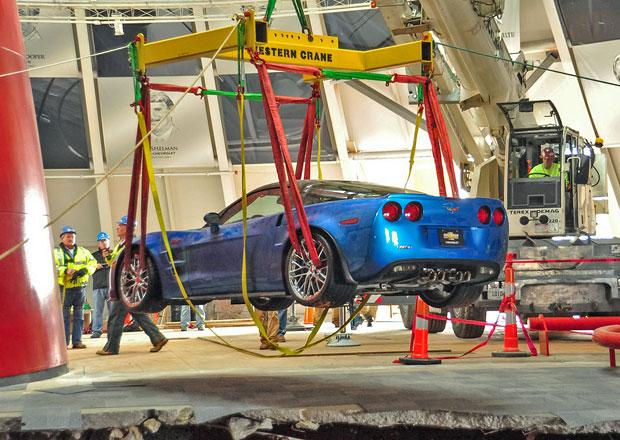 GM zrenovuje trojici poškozených muzeálních Corvett