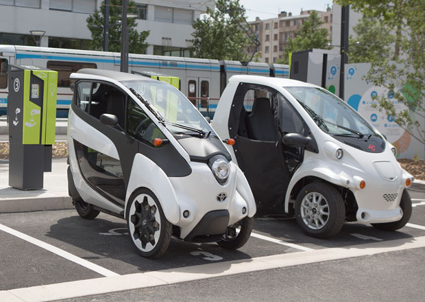 Elektrické Toyoty i-Road a COMS se budou prohánět po Grenoblu