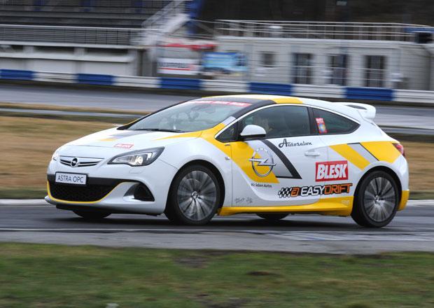 Sout� v driftov�n�, 16. kolo: V�t�z z�sk� Opel Astra OPC