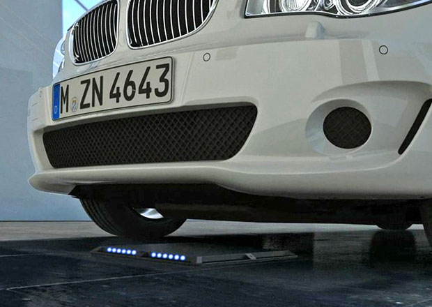 BMW pracuje na bezdrátovém indukčním dobíjení pro elektromobily