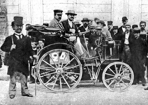 První automobilový závod světa z Paříže do Rouenu se jel před 120 lety