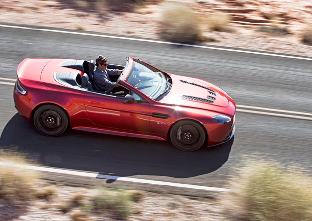 Aston Martin V12 Vantage S Roadster: 573 koní s otevřeným nebem nad hlavou (+video)