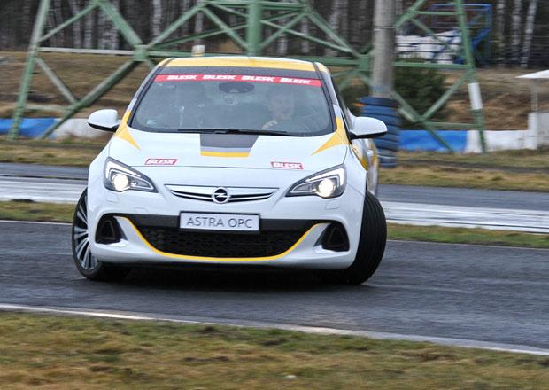Sout� v driftov�n�, 18. kolo: V�t�z z�sk� Opel Astra OPC