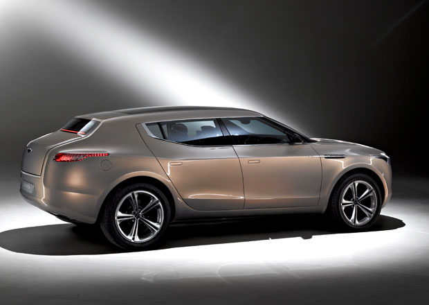 Aston Martin váhá s SUV značky Lagondu