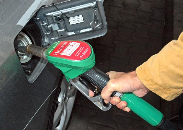 St�t p�ipravuje novou da�, palivo podra�� a� o 30 hal��� na litr
