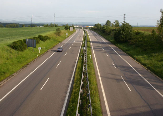 Rychlost na dálnicích se zvyšovat nebude, rozhodla Sněmovna