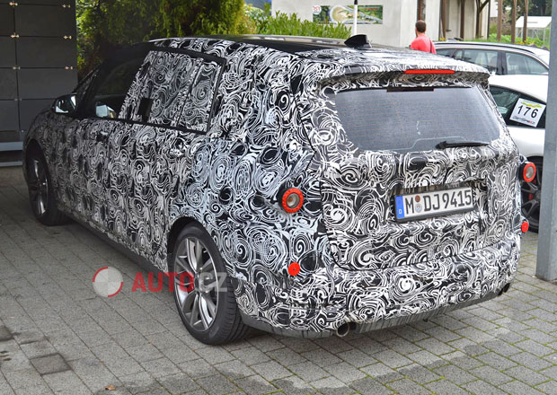 Spy Photos: Sedmimístné BMW 2 Active Tourer na Nürburgringu