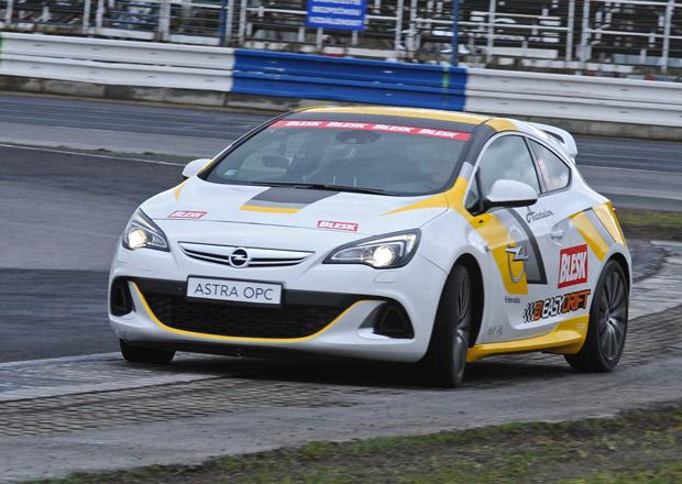 Sout� v driftov�n�, 23.kolo: V�t�z z�sk� Opel Astra OPC