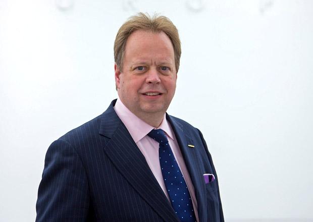 Andy Palmer se p�esouv� od Nissanu k Aston Martinu, nahrad� Ulricha Beze