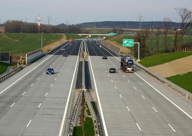 Sněmovna chce zvýšit rychlost na dálnicích, zavrhla však elektronické dálniční známky