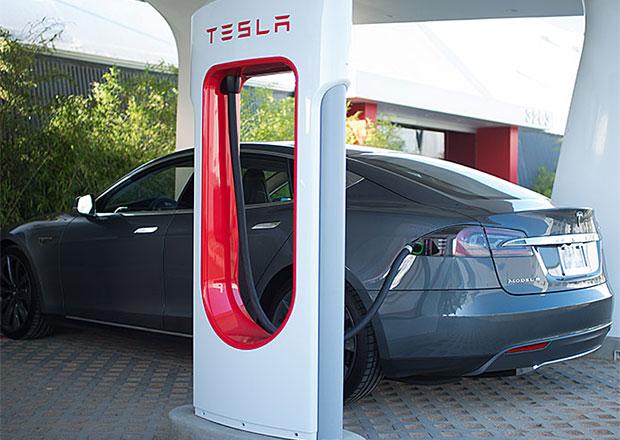 Tesla chce v �esku vybudovat �ty�i supernab�je�ky