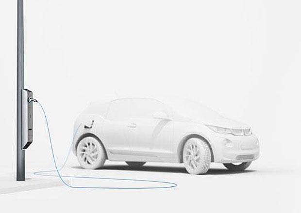 BMW: Elektromobily budou dobíjet pouliční lampy