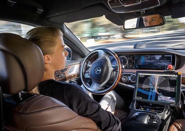 Mercedes-Benz: Koncept interi�ru vozu s autonomn�m ��zen�m