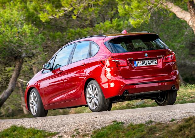 Každé BMW má dostat plug-in hybridní verzi