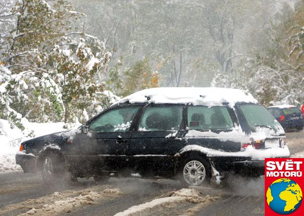 Nehoda na letních pneu: Pojišťovny vám musí souvislost dokázat!