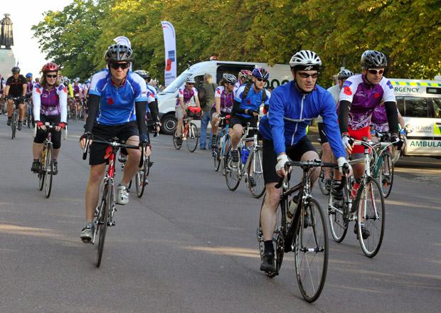 Britští cyklisté natáčejí přestupky řidičů a hlásí je policii