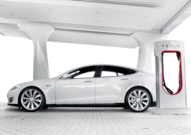 Tesla vyvíjí systém automatického dobíjení elektromobilů