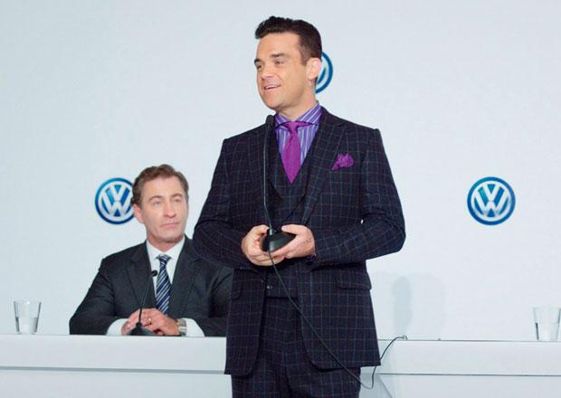 Robbie Williams u Volkswagenu jako marketingový manažer (+video)