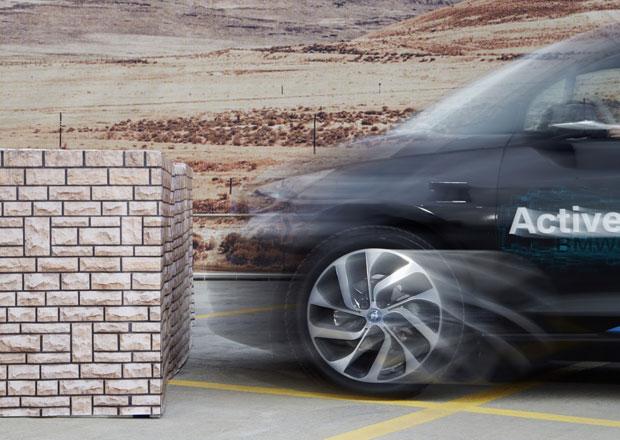 BMW i3 umí samo zaparkovat a přivoláte jej hodinkami (+video)