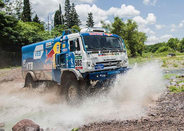 Rallye Dakar, 11. etapa: Al-Attiyah opět vítězí, Barreda penalizován, překvapil Slovák Jakeš