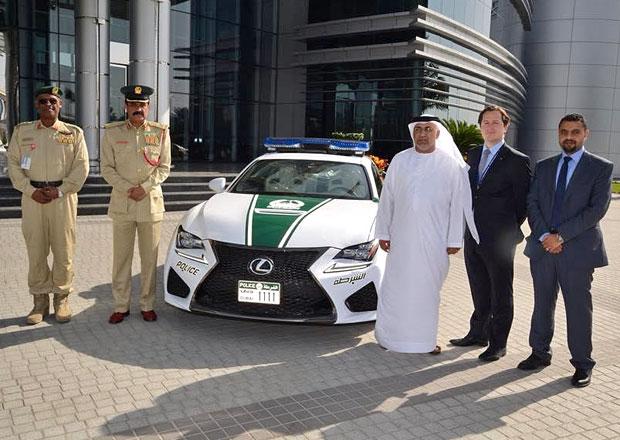 Policie v Dubaji pořídila také Lexus RC F