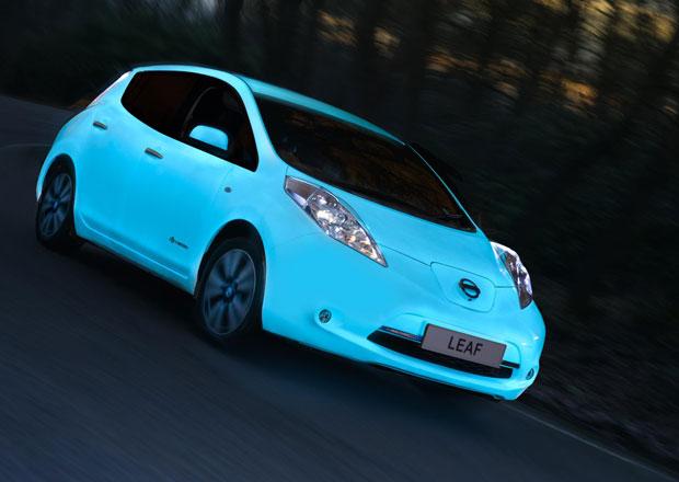 Nissan Leaf dostal úžasný fosforeskující lak. To musíte vidět! (+video)