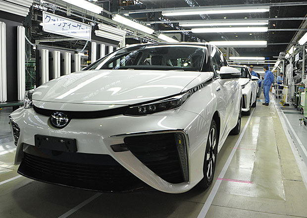 Toyota odhaluje zákulisí výroby vodíkového modelu Mirai (5x video)