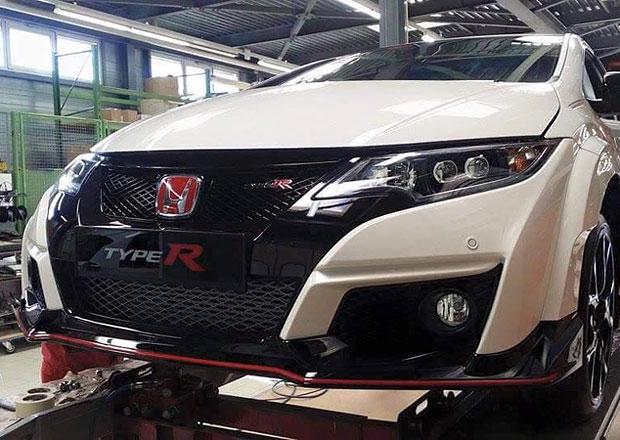 Honda Civic Type-R nafocena: Široké blatníky zůstaly