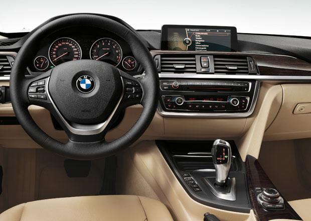 BMW dělá na dotykové obrazovce, ovladače iDrive se však nevzdá