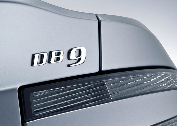 Nástupce Aston Martinu DB9 se již testuje, mohl by mu zůstat motor V12