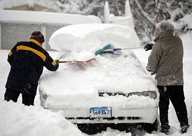 """Novela silničního zákona: Povinnost očistit celý vůz od sněhu a zabavování """"techničáku"""""""