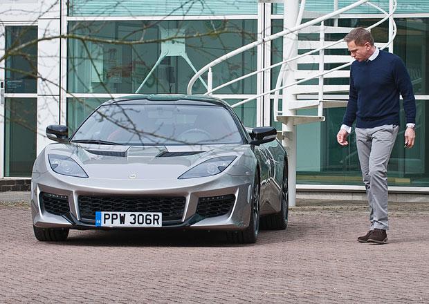 Představitel Jamese Bonda, Daniel Craig, si převzal Lotus Evora 400