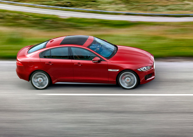 Jaguar zvažuje kompaktní předokolku