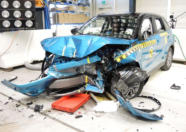 Euro NCAP 2015:  Suzuki Vitara p�t hv�zd, Mazda 2 a Fiat 500X po �ty�ech