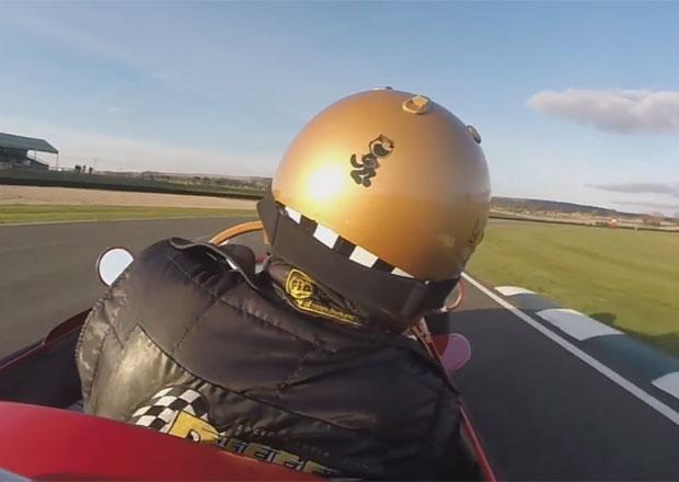Video: Jak po přetočení se na trati nastartovat historické Maserati 250F?