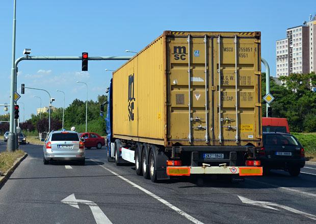 Z�kaz vjezdu kamion� do Prahy by mohl platit od roku 2017