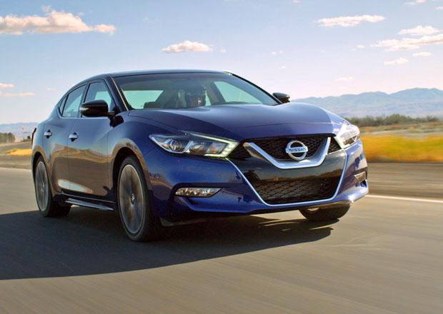 Video: Nissan Maxima vs. trojice soupeřů, na okruhu byl nejrychlejší