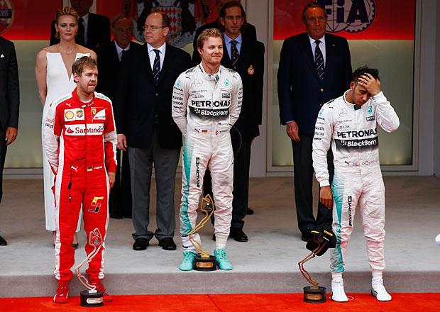VC Monaka F1 2015: Fatální chyba týmu připravila Hamiltona ojasné vítězství