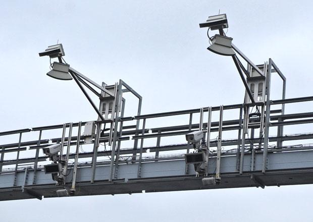Ťok chce měřit rychlost na dálnicích, pomoci mají mýtné brány