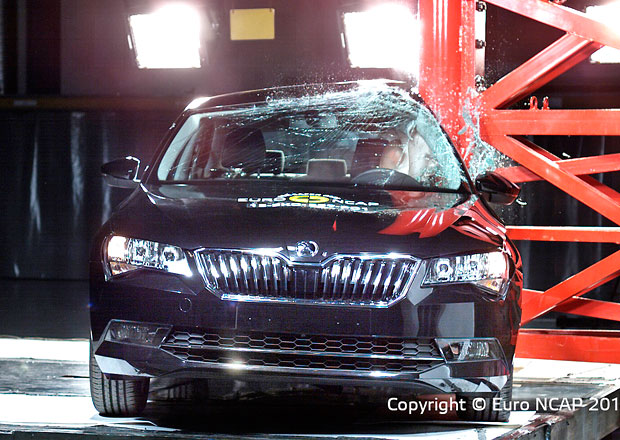 Euro NCAP 2015: �koda Superb � P�t hv�zd pro velik�na z Kvasin
