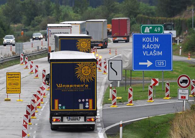 Dálnice D1 zůstane celé léto průjezdná ve dvou pruzích