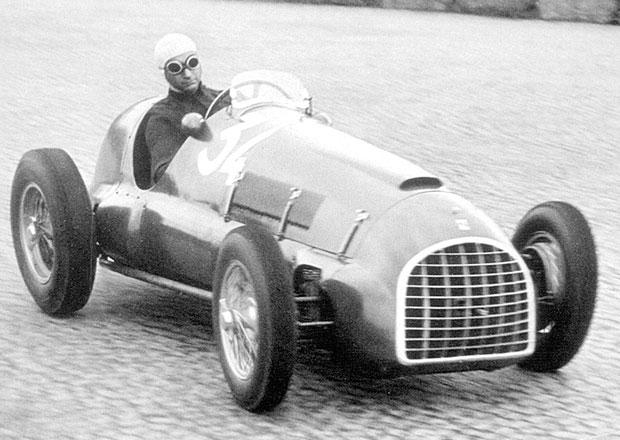 Juan Manuel Fangio: Tělo pětinásobného mistra světa F1 bude exhumováno