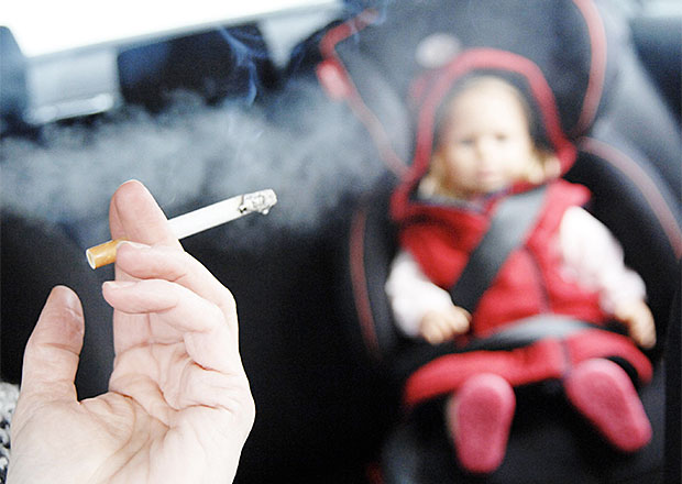 Francie zakazuje kouření v autě v přítomnosti nezletilých osob