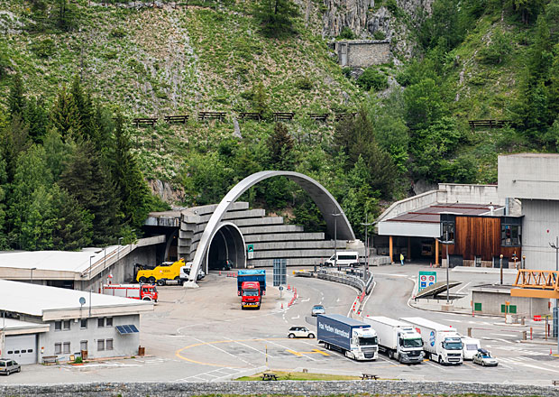 Tunel Mont Blanc zkr�til cestu z Francie do It�lie na 12 minut